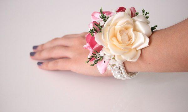 d171018872 Pulsera Damas de Honor - Perlas y 2 flores - Amore Colombia